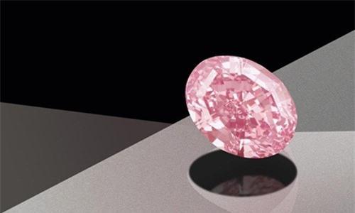 Tuy nhiên, đây không phải là viên kim cương hồng đắt nhất từng được bán. Trước đó, một viên kim cương màu hồng (có tên Pink Star)