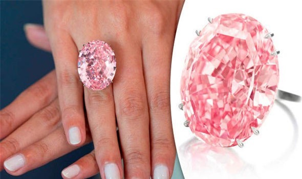 Các nghệ nhân đã làm việc trong gần hai năm mới cho ra đời tuyệt phẩm Pink Star. Ảnh: Daily Express.
