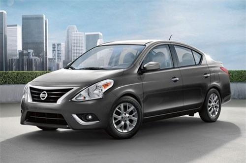 8. Nissan Versa 2019 (giá khởi điểm: 12.110 USD).
