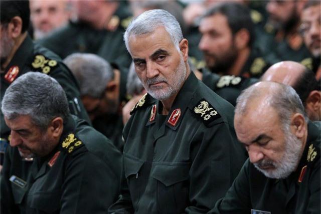 Báo Mỹ tiết lộ các quan chức Ả rập Xê út từng đề cập tới việc xử tử Qassim Suleimani (giữa), lãnh đạo lực lượng Quds thuộc Vệ binh Cách mạng Iran và là một trong những quan chức quyền lực nhất của Iran. (Ảnh: Getty)