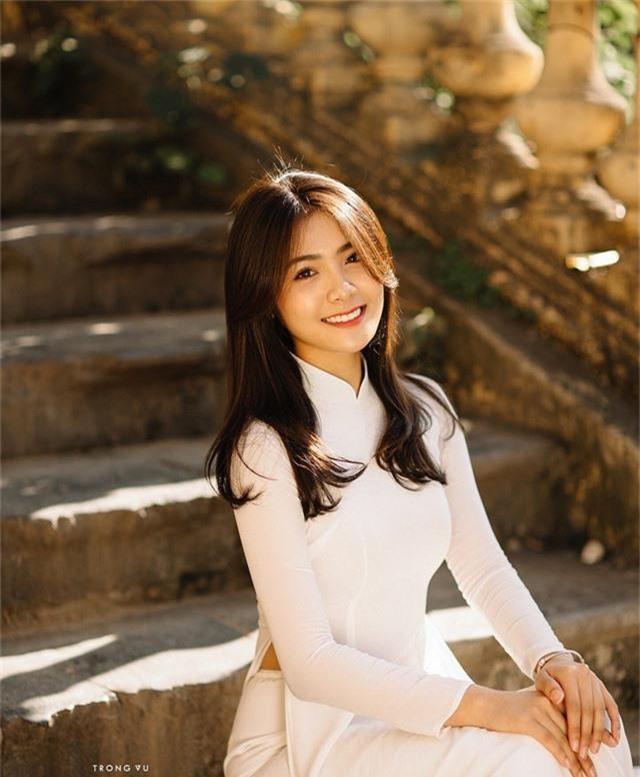 Cùng theo dõi những hình ảnh của Thu Giang trong bộ ảnh áo dài trắng!