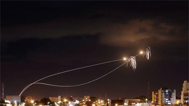 Israel được cho là đã triển khai hệ thống phòng thủ Dome để bắn hạ tên lửa từ Gaza. (Ảnh: RT)