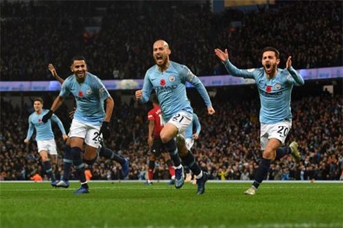 Man City tiếp tục giữ vững ngôi đầu.