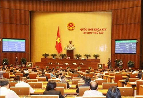 Đại biểu Quốc hội thông qua toàn văn Nghị quyết về dự toán ngân sách nhà nước năm 2019. Ảnh: Phương Hoa/TTXVN