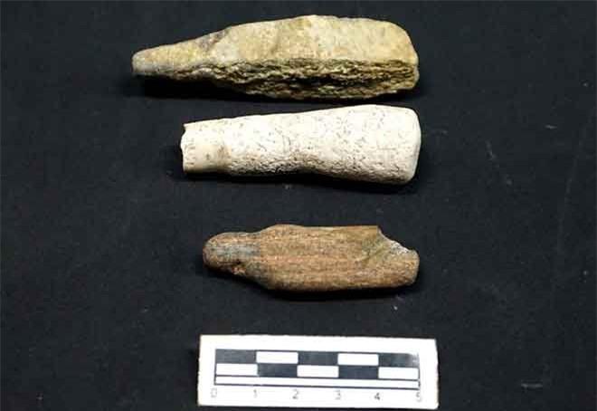 Dụng cụ bàn mài của cư dân văn hóa Sa Huỳnh được phát hiện ở di tích Suối Chình. Ảnh: Ngọc Khôi.