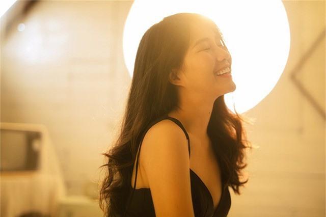 Nguyễn Hoàng Kiều Trinh là diễn viên trẻ, đi lên từ hiện tượng mạng xã hội. Cô có một số vai diễn đáng chú ý trong phim Em chưa 18, Ông ngoại tuổi 30...