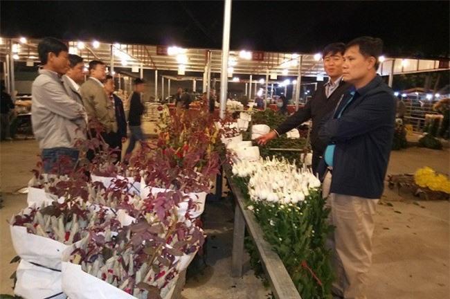 Hoa Đà Lạt tại chợ Mê Linh, Hà Nội (Ảnh: Sở Công thương Lâm Đồng)