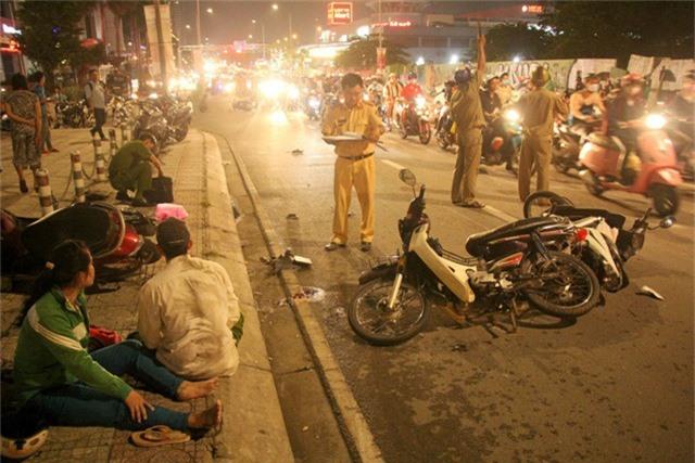 Hiện trường vụ tai nạn khiến 1 người chết, 4 người bị thương