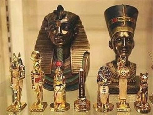 Phát hiện hàng trăm cổ vật trong 7 ngôi mộ tại khu Saqqara - Ảnh 1.