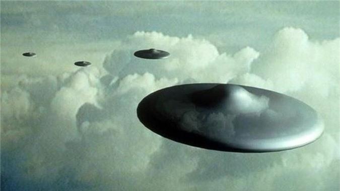 Phi công Ireland đồng loạt nhìn thấy UFO bay sát máy bay - ảnh 1