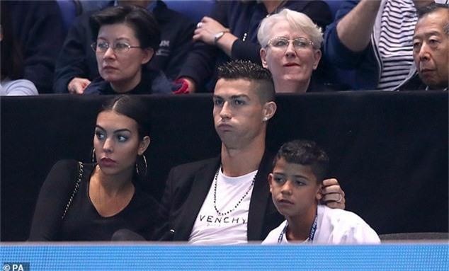 Danh thủ người Bồ Đào Nha rất thích đi xem tennis mỗi khi rảnh rỗi. Anh nổi bật khi ngồi trên hàng ghế VIP