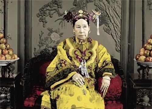 Vô tình nhìn thấy nhan sắc thật của Từ Hy Thái hậu, thái giám cung nữ chịu kết cục bi thảm - Ảnh 1.