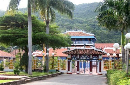 Nhà Lớn Long Sơn. Ảnh: Nguyễn Khoa