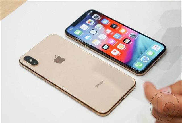 Giá iPhone chính hãng mới cao hơn nhiều so với xách tay