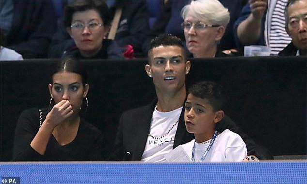 Cristiano Ronaldo đưa bạn gái Georgina Rodriguez và con trai cưng đi xem tennis tại London, Anh quốc ngày 12/11 vừa qua