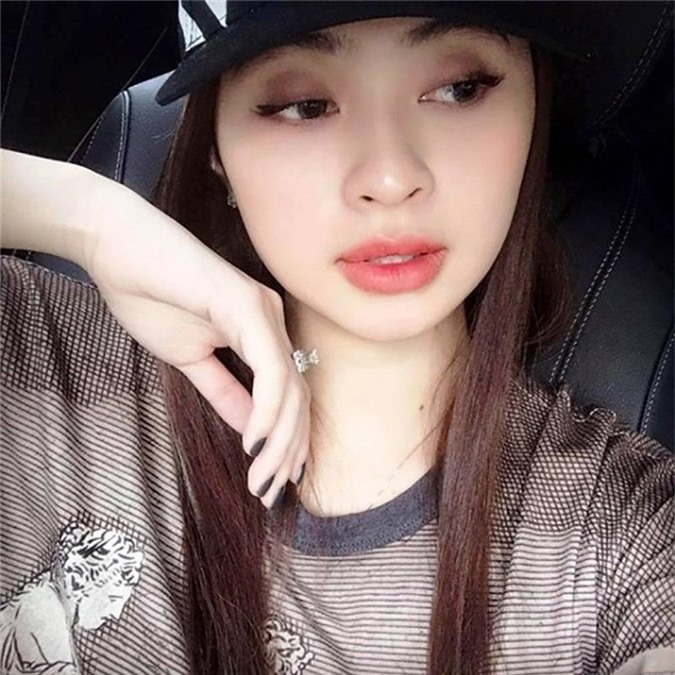 4 hotgirl xinh dep co loi song buong tha va truy lac hinh anh 7