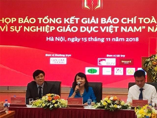 Thứ trưởng Bộ Giáo dục và Đào tạo Nguyễn Thị Nghĩa phát biểu tại buổi họp báo