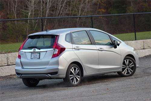 9. Honda Fit (doanh số: 9.217 chiếc).