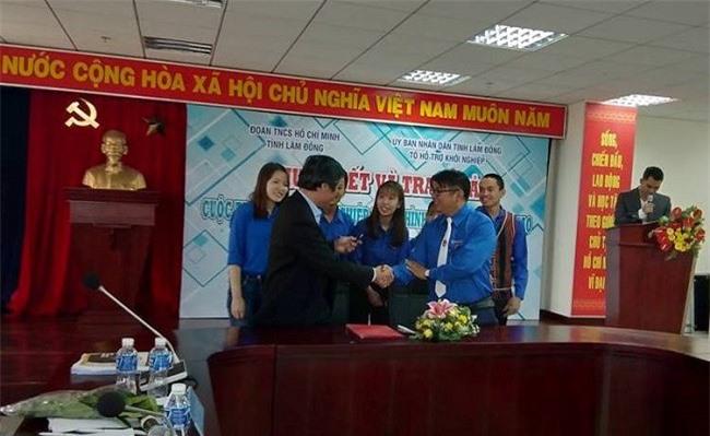 Tỉnh Đoàn Lâm Đồng cũng đã ký kết giao ước với Trung tâm Xúc tiến đầu tư - Thương mại và Du lịch tỉnh, nhằm hỗ trợ các ý tưởng, kết nối các nhà đầu tư đồng hành cùng phong trào khởi nghiệp (Ảnh: TA)