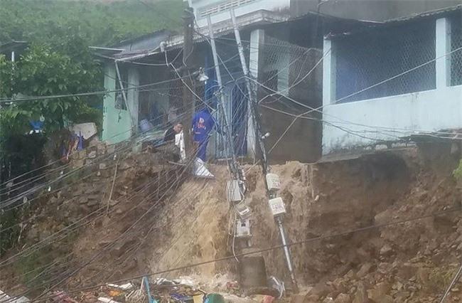 tiếp tục kiểm tra, rà soát các khu vực có nguy cơ trượt lở đất, lũ quét để chủ động sơ tán, di dời dân cư đảm bảo an toàn