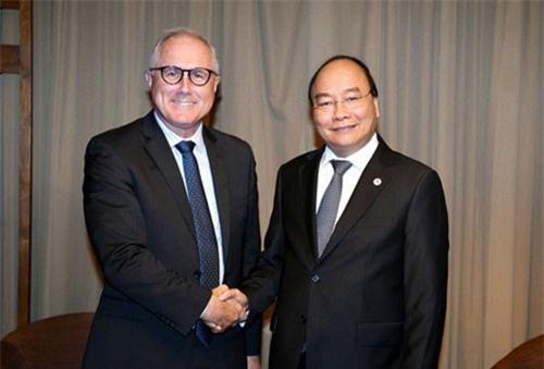 Thủ tướng Nguyễn Xuân Phúc tiếp thân mật ông Neil McGregor, Chủ tịch kiêm Giám đốc điều hành Tập đoàn Công nghiệp Sembcorp (Ảnh: IE)