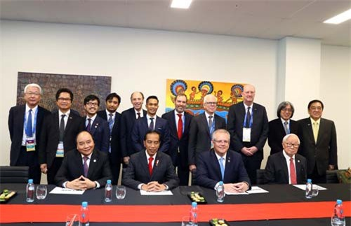 Thủ tướng Nguyễn Xuân Phúc cùng Tổng thống Indonesia, Thủ tướng Australia và Trưởng đoàn Đài Bắc – Trung Hoa đồng chủ trì phiên trao đổi với các doanh nghiệp ABAC. Ảnh: TTXVN/Thống Nhất.