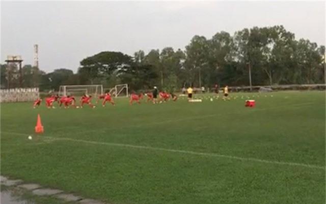 Đội tuyển Việt Nam tập nhẹ