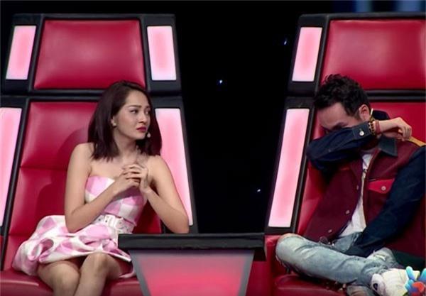 HLV Khắc Hưng bật khóc khi phải đưa ra quyết định đưa hai học trò Bảo Anh và Anh Khôi vào top nguy hiểm.