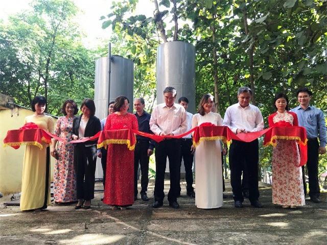 Lãnh đạo Viện Hàn Lâm khoa học công nghệ Việt Nam cắt băng khánh thành công trình.