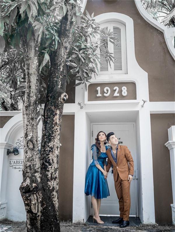Bộ ảnh do chuyên gia trang điểm Justin Vũ, nhà thiết kế Anh Thư và producer Nguyễn Thiện Khiêm hỗ trợ thực hiện.
