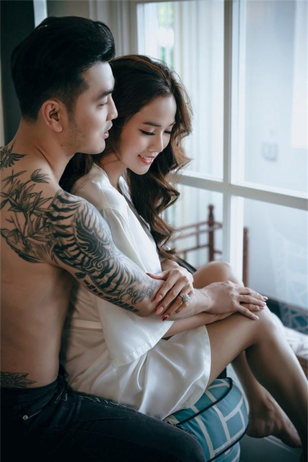 Anh và Kim Cương có 6 năm bên nhau, tình cảm rất mặn nồng. Cả hai thừa nhận nửa kia khiến họ trưởng thành, có động lực để ngày càng hoàn thiện bản thân hơn.