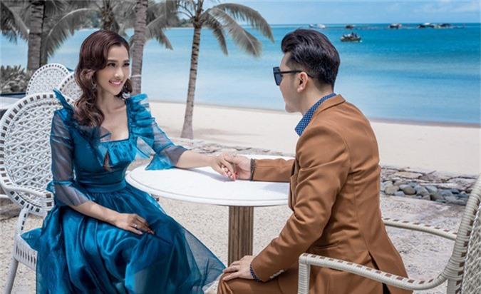 Từ khi gắn bó với Ưng Hoàng Phúc, Kim Cương giải nghệ người mẫu để tập trung chăm sóc gia đình và hỗ trợ công việc của chồng.