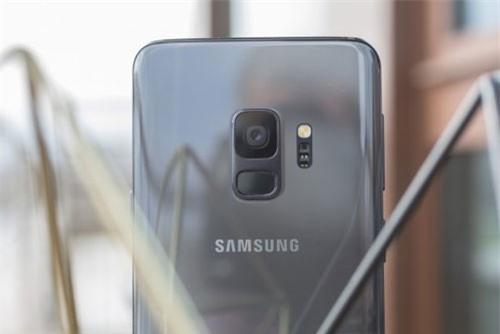 1. Samsung Galaxy S9 (tốc độ chụp: 0,7 giấy/tấm).