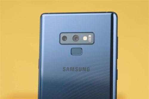 =6. Samsung Galaxy Note 9 (tốc độ chụp: 1,1 giấy/tấm).