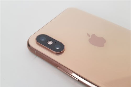 =2. iPhone Xs Max (tốc độ chụp: 0,9 giấy/tấm).