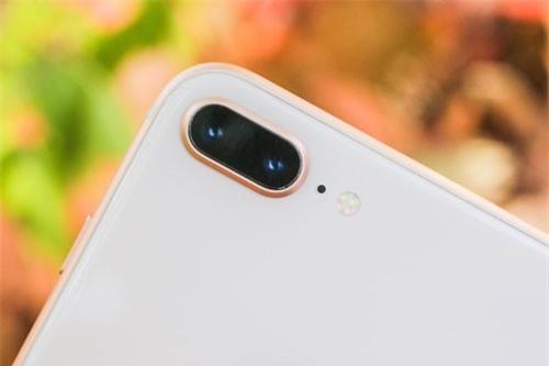 4. iPhone 8 Plus (tốc độ chụp: 0,95 giấy/tấm).