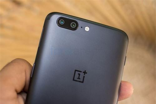 =6. OnePlus 5 (tốc độ chụp: 1,1 giấy/tấm).