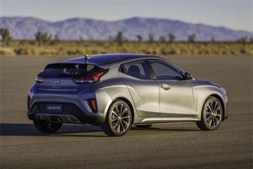9. Hyundai Veloster Turbo R-Spec 2019 (giá khởi điểm: 22.900 USD).