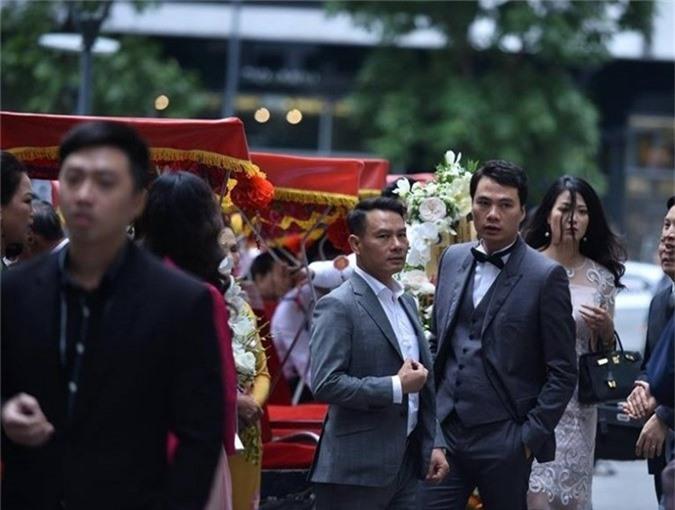Chồng sắp cưới của Thanh Tú sinh năm 1978, là một doanh nhân thành đạt tại Hà Nội. Đám cưới dự kiến sẽ được tiến hành vào ngày 2/12. Cả 2 đã chụp ảnh cưới tại châu Âu cách đây 2 tháng nhưng giữ kín vì không muốn ảnh hưởng đến công việc của bạn trai.
