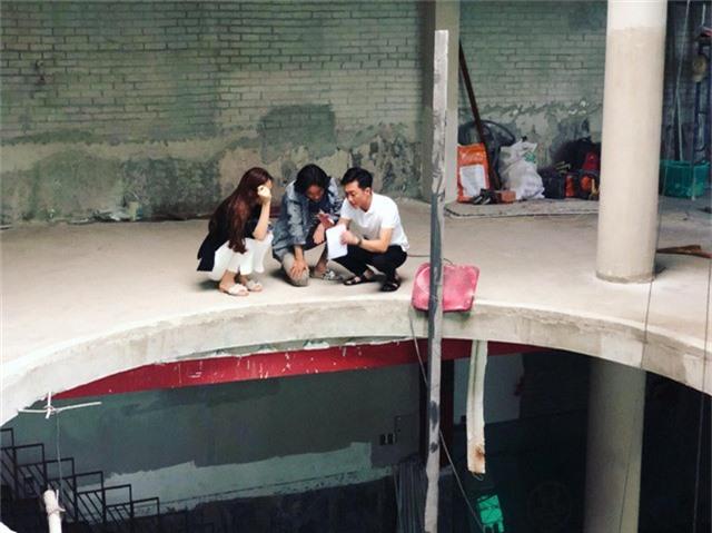 Ông Nguyễn Quốc Cường và bạn gái trong thời gian tập trung mở chi nhánh nhà hàng Trung Hoa tại Vũng Tàu (ảnh FBNV)
