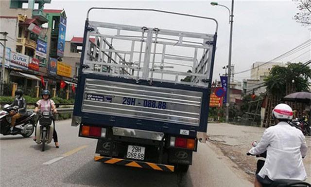 Một chiếc xe tải Hyundai khác tại Hà Nội cũng có biển tứ quý 8.