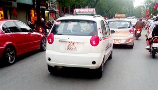 Năm 2015, hình ảnh chiếc Chevrolet 5 chỗ màu trắng mang biển số 30X-9999 đi trên phố Văn Miếu (Hà Nội) được người dân chụp lại và đăng tải lên mạng xã hội. Chiếc Chevrolet này thuộc dòng xe cỏ hatchback hạng nhỏ 5 cửa, có giá bán trên thị trường hơn 300 triệu đồng.