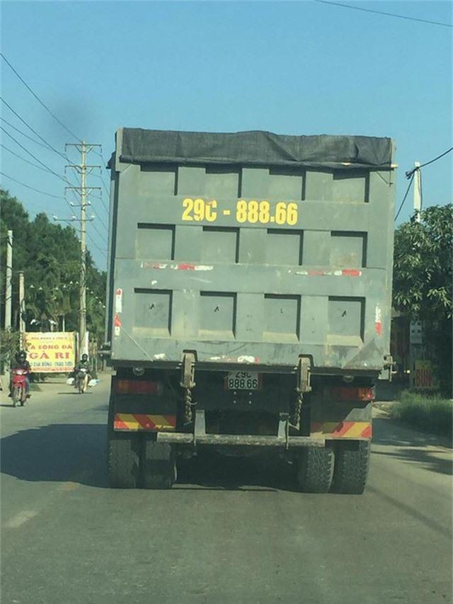 Mới đây, hình ảnh về một chiếc xe tải chở vật liệu xây dựng biển siêu đẹp xuất hiện trên đường Hòa Lạc, Hà Nội khiến mọi người xôn xao.