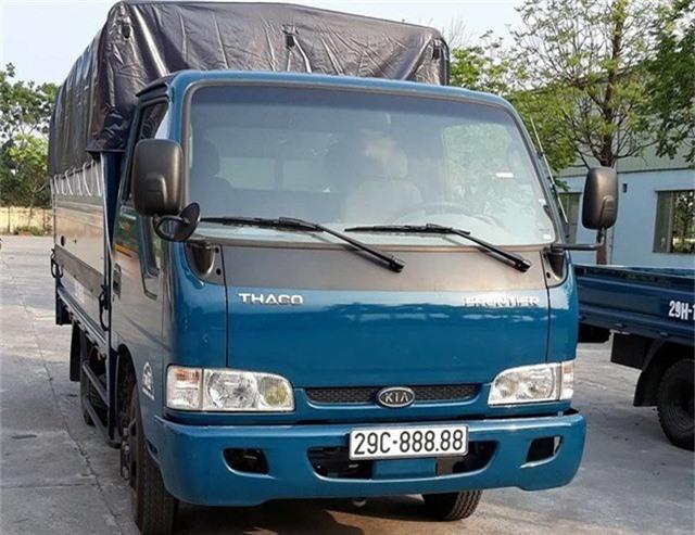 Trước đó, một chiếc xe tải cũng do Thaco lắp ráp sản xuất là Kia Frontier cũng đã may mắn bốc được biển số ngũ quý 29C-888.88.