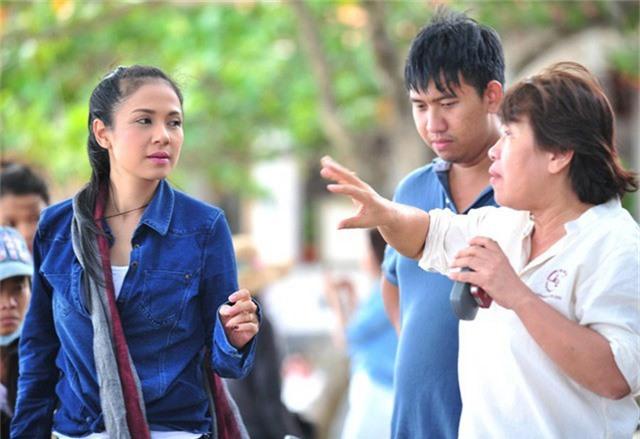 Diễn viên Việt Trinh và Châu Thổ trên phim trường.