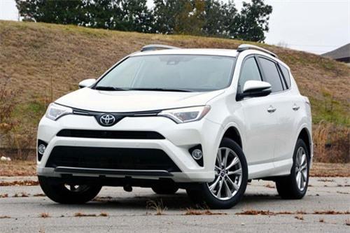 3. Toyota RAV4 2018 (giá khởi điểm: 24.660 USD).
