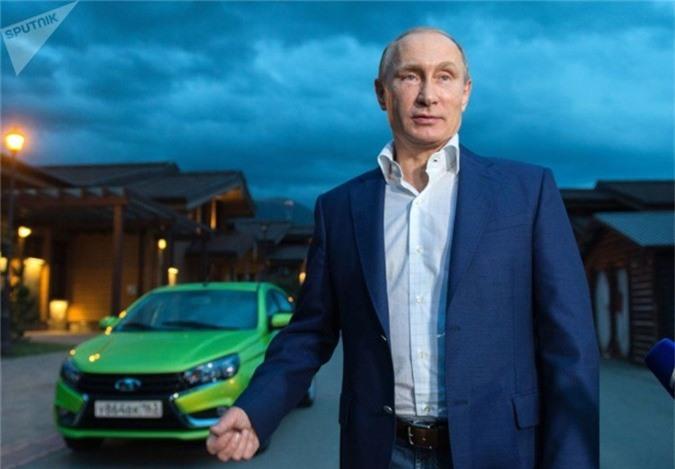 Vladimir Putin lái LADA Vesta đến chuỗi khách sạn Polyana.1389 để tham gia Câu lạc bộ Thảo luận Quốc tế Valdai lần thứ 12.