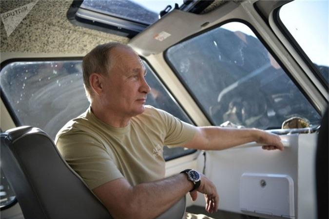 Tổng thống Nga Vladimir Putin tận hưởng kỳ nghỉ giữa thiên nhiên Tuva, Siberia. (Ngày 26 tháng 8 năm 2018).