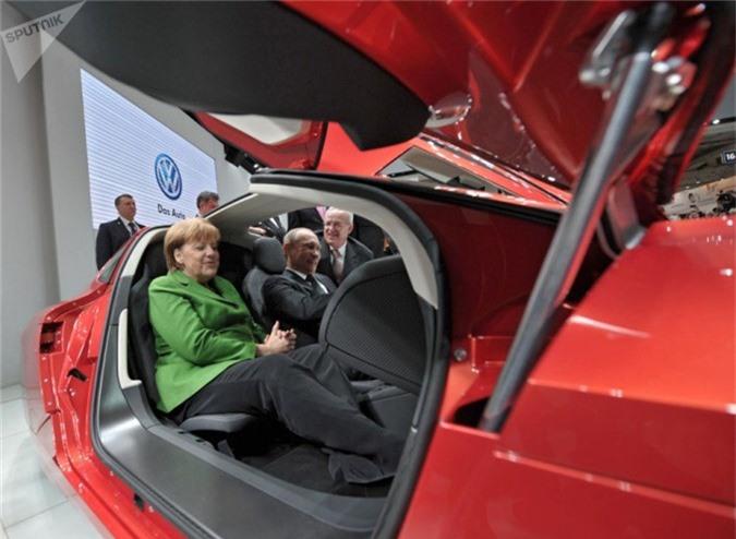 Tổng thống Nga Vladimir Putin và Thủ tướng Đức Angela Merkel tại hội chợ thương mại lớn nhất thế giới Hannover Messe (Ngày 8 tháng 4 năm 2013).