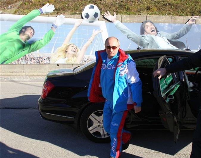 Tổng thống Nga Vladimir Putin đi nghỉ mát tại khu trượt tuyết Krasnaya Polyana ở Sochi (Ngày 3 tháng 1 năm 2013).